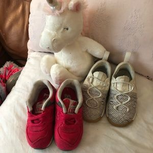 🌺EUC/ Baby Girl Ren's Bundle of 2 sneakers : 6T🌺